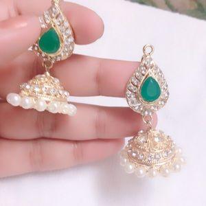 Indian Pakistani woman earrings jumka